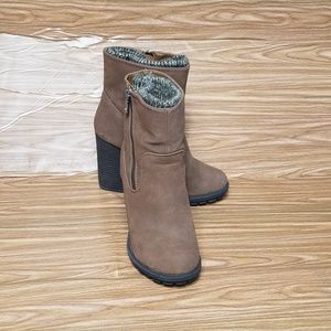 JustFab Vitoria Brown Ankle booties Sz 6.5